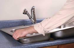 Сантехник в Самаре. Услуги сантехника – установка раковины на кухне. город Самара